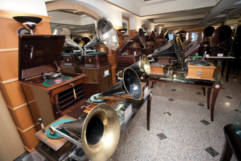Phonographs and gramophones on display in the Sound of the Century - Photo by Eric Tam